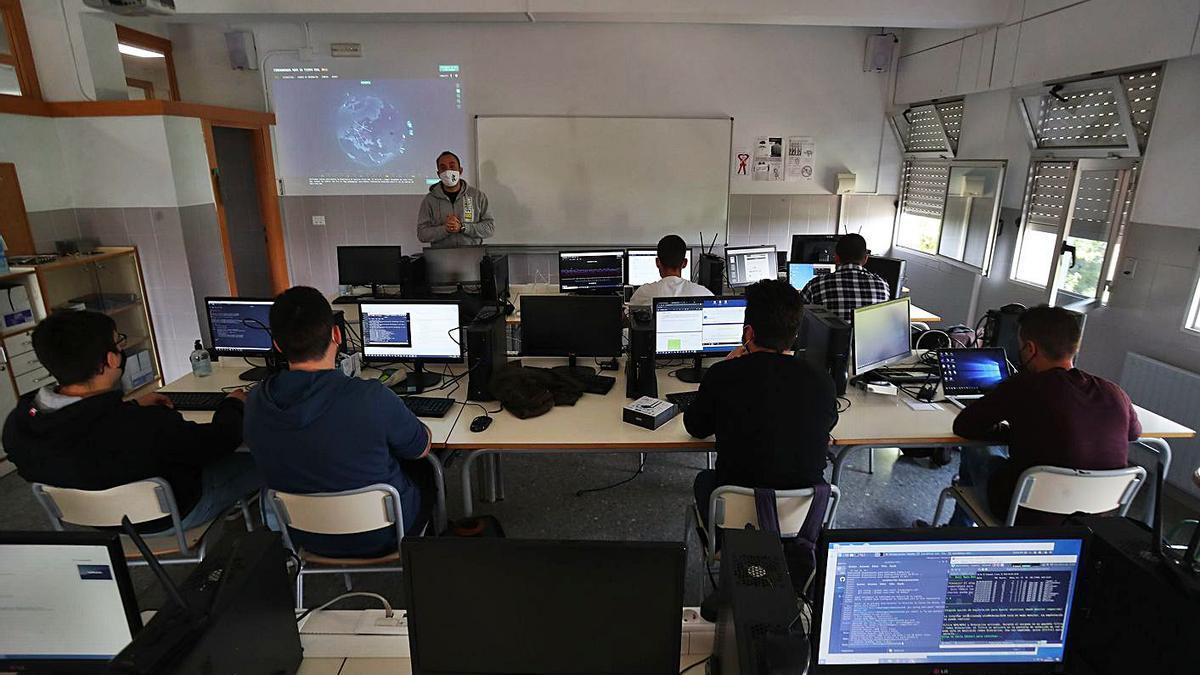 Uno de los nuevos cursos de especialización que se imparten en el CIPFP de Mislata. | F.CALABUIG