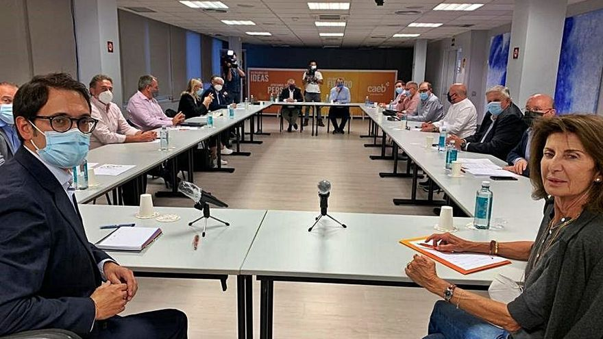 CAEB pide al Govern «pactar las medidas» para salir de la crisis