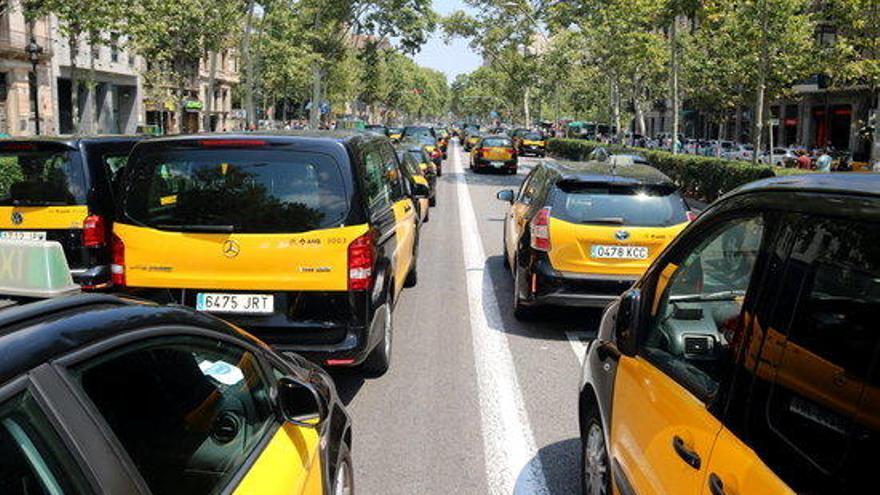 Els taxistes amenacen amb bloquejar la Jonquera