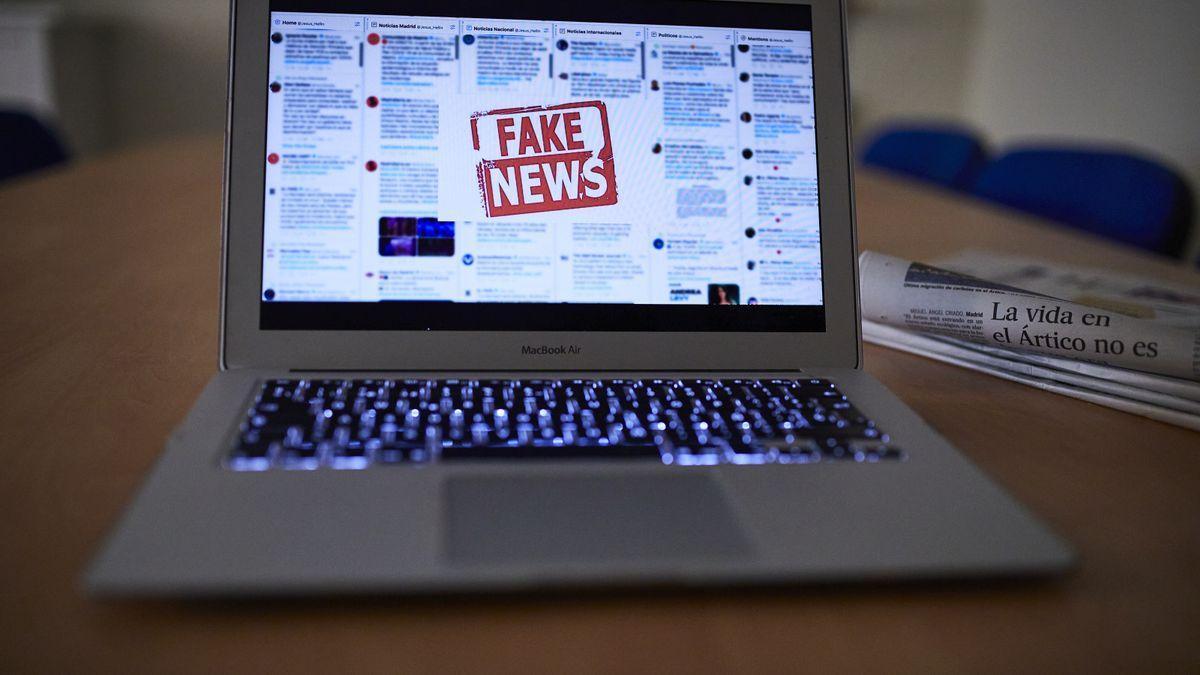 Un ordinador amb fake news