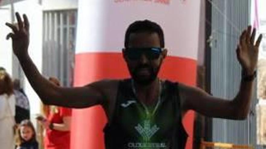 El Aziz da otro triunfo al Caixa Rural d'Algemesí  en la carrera de Alcàntera