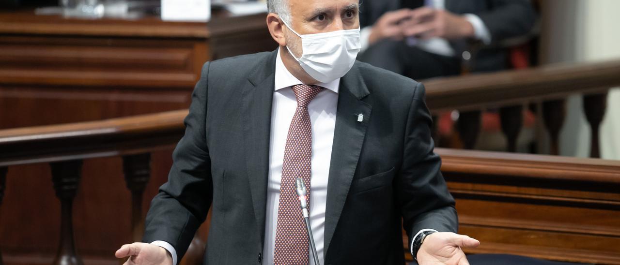 Ángel Víctor Torres en el pleno del Parlamento de Canarias.