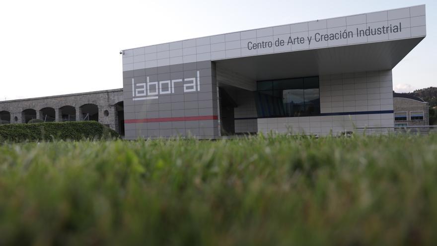 "Foro reclama un plan director para ""salvar"" Laboral Centro de Arte"