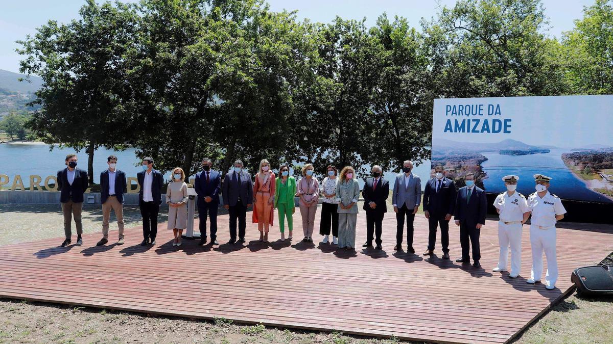 Autoridades durante la presentación del Parque da Amizad