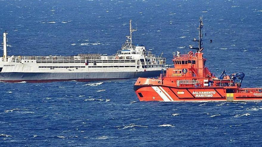Un barco ganadero sufre una avería del motor en aguas de Formentera