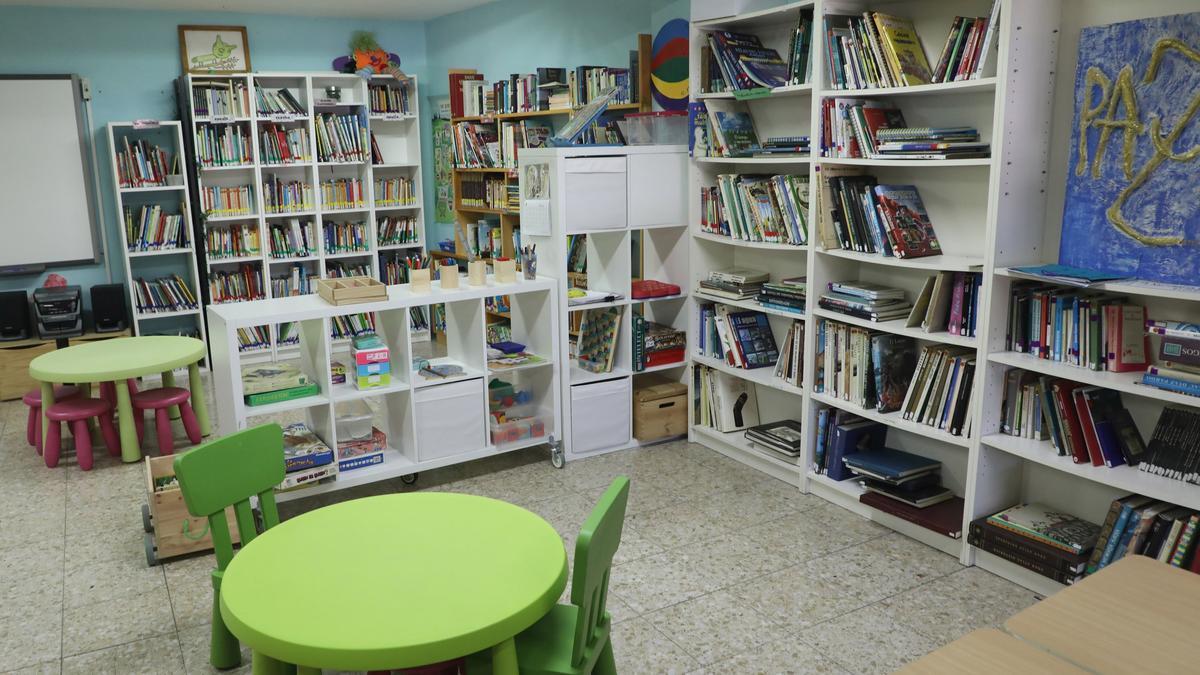 Los casos en las aulas gallegas se mantienen por debajo del millar y bajan a 49 las unidades en cuarentena