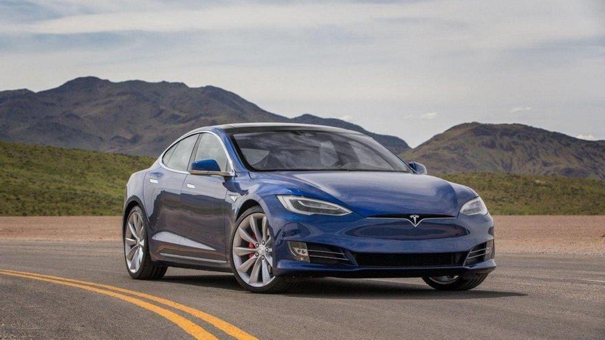 Tesla llama a revisión 48.442 vehículos por problemas en la suspensión