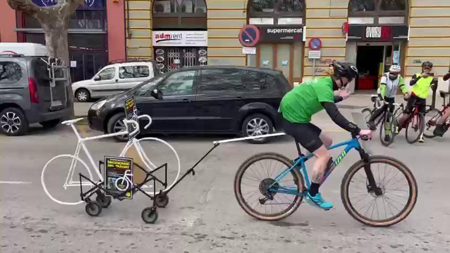 Una marea ciclista en homenatge a Sergi Murga