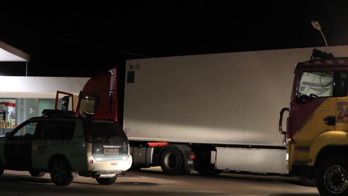 Se hacen pasar por guardias civiles para asaltar un camión cargado de 'maría' en Lorca