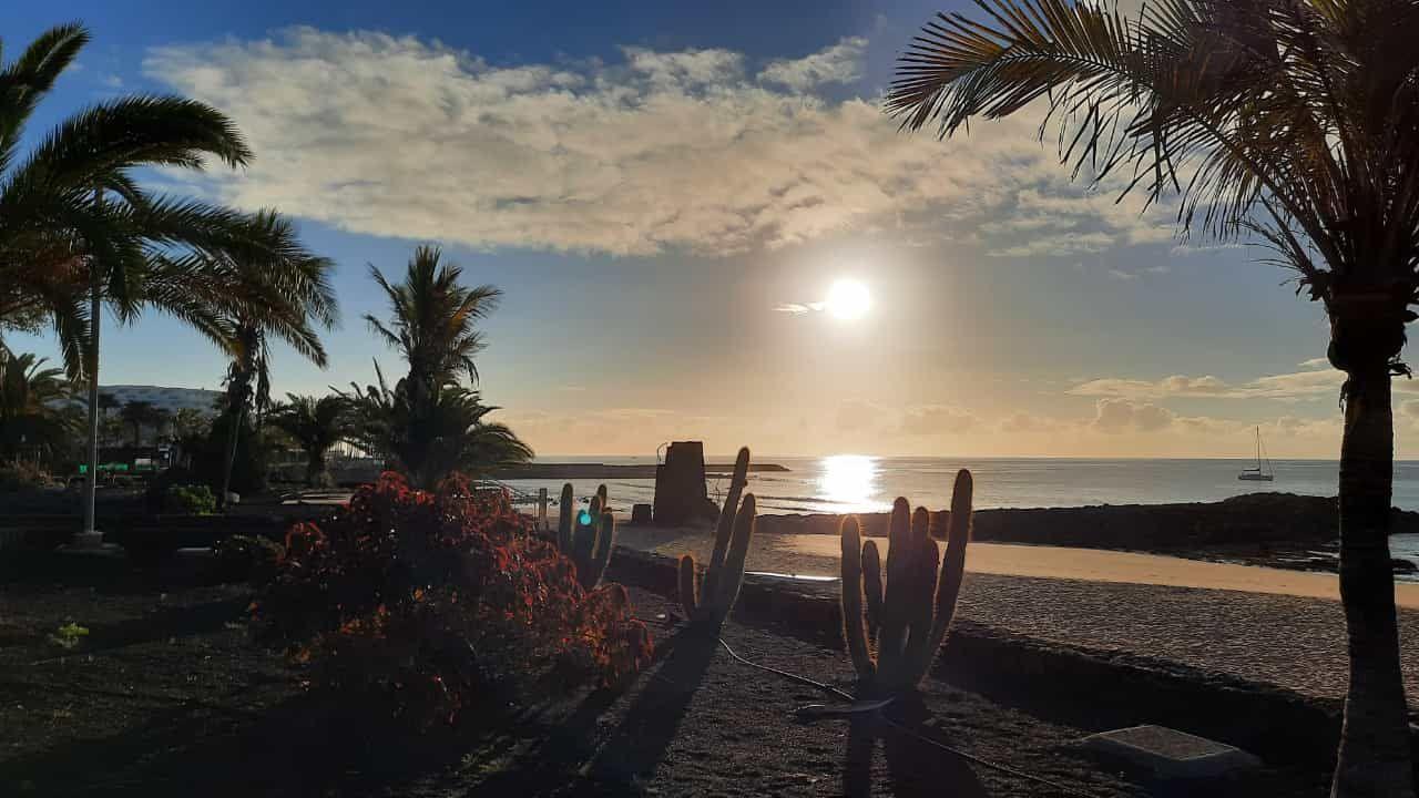 Amanecer en la playa de Las Cucharas, en Costa Teguise