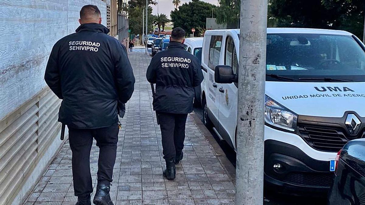Atención Social refuerza la vigilancia privada en el entorno del Albergue