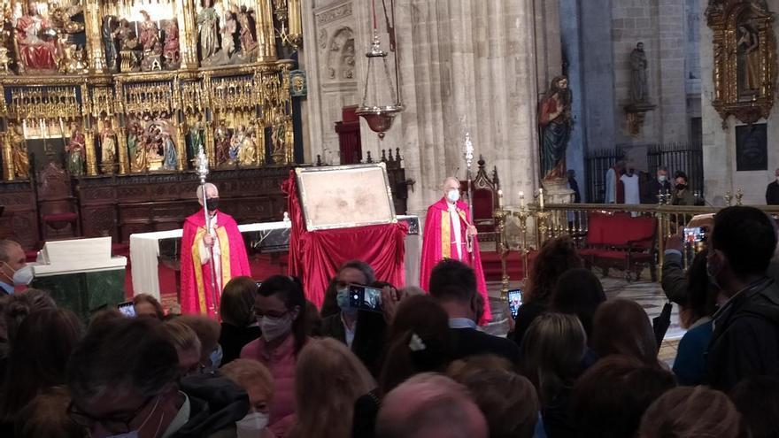 Sancta normalidad: la Catedral de Oviedo cierra el jubileo con una misa multitudinaria