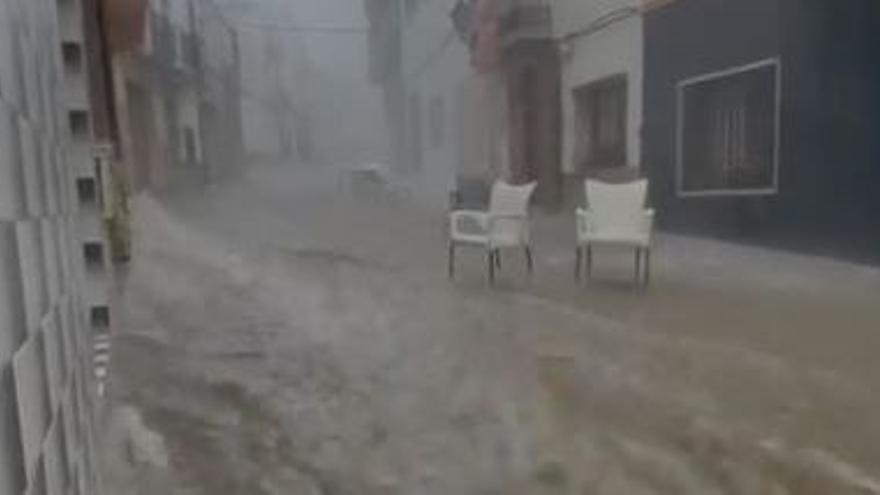 Un intenso temporal de verano inunda Tírig / Jorge Alonso