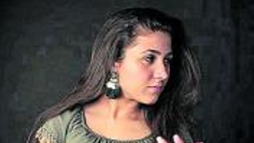 Shakira Martínez actúa en el Aula de Cultura
