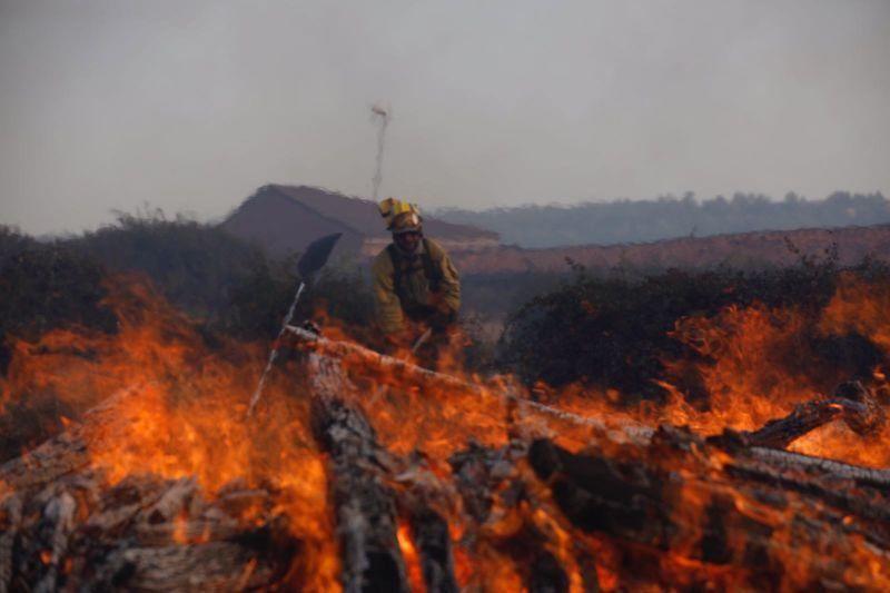 El fuego, en el casco urbano de Bermillo de Alba.