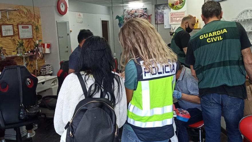 Un operatiu policial contra l'explotació laboral detecta cinc casos en establiments gironins