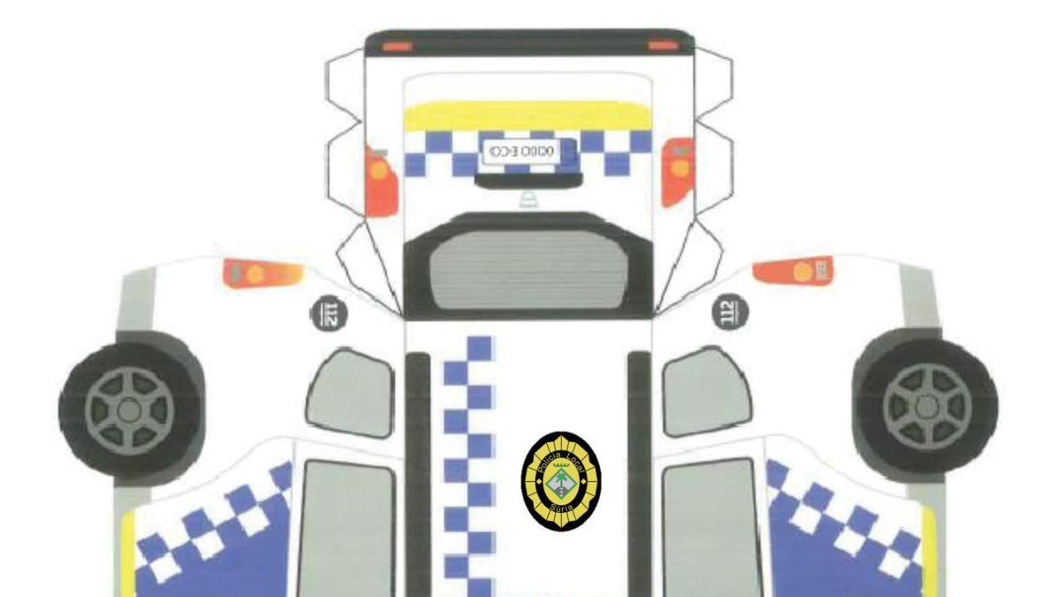 MANUALITATS   Un cotxe de la Policia Local de Súria fet de paper