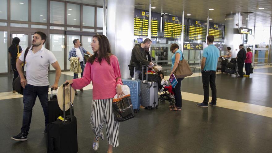"""El Ejecutivo tacha de """"contraproducente"""" la tasa turística porque anima la turismofobia"""