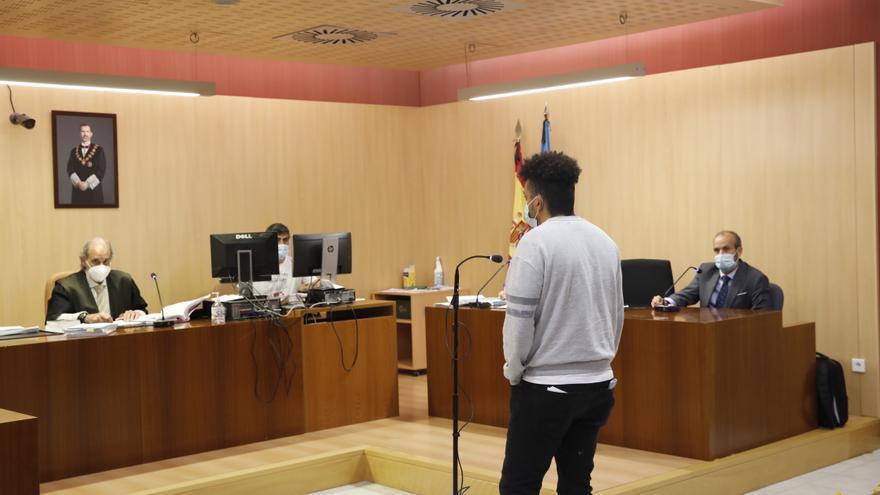 El agresor del cuchillo de Fomento acepta veinte meses de cárcel