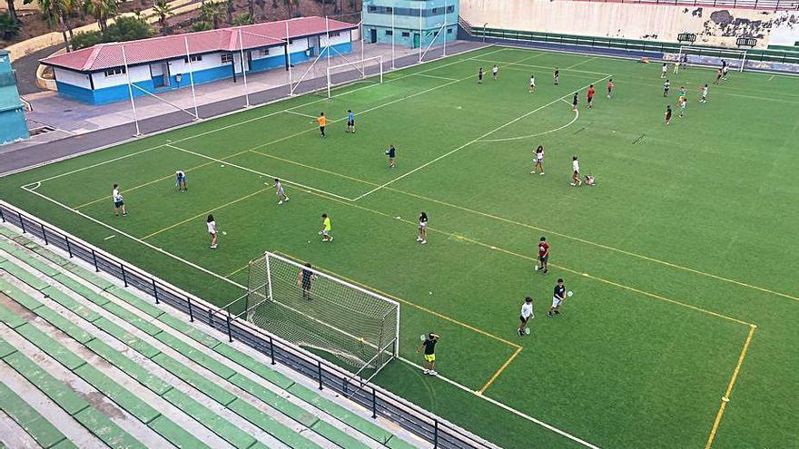 Deportes arranca la obra de remodelación de la superficie del campo de López Socas