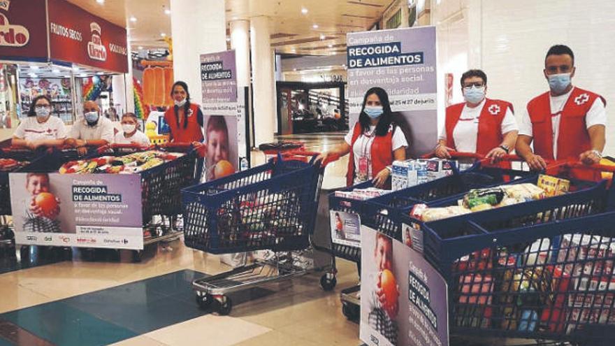 Cruz Roja repartirá 38.000 kilos de alimentos entre 2.420 familias canarias