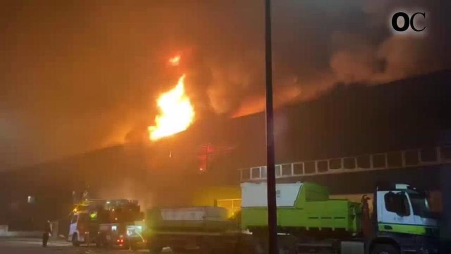 Investigan el incendio que quemó una nave y dejó pérdidas que rondan los tres millones