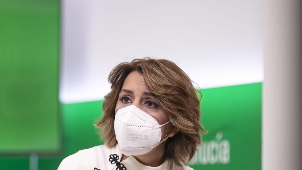 La secretaria general del PSOE-A, Susana Díaz, tras la rueda de prensa ofrecida este viernes en Sevilla