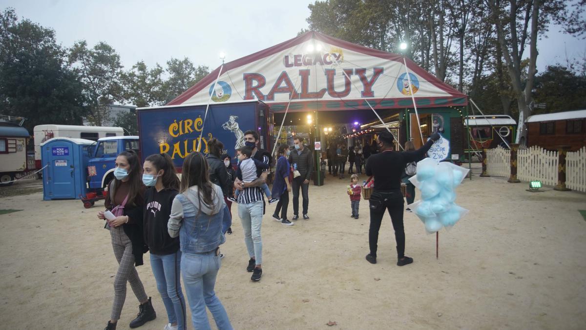 El circ Raluy Legacy instal·lat aquesta setmana a la zona de la Copa de Girona; és una de les poques activitats festives que es mantenen en les Fires d'aquest any.