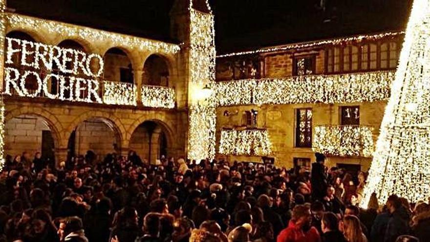 Denuncian las luces de Ferrero Rocher de Puebla de Sanabria ante Patrimonio