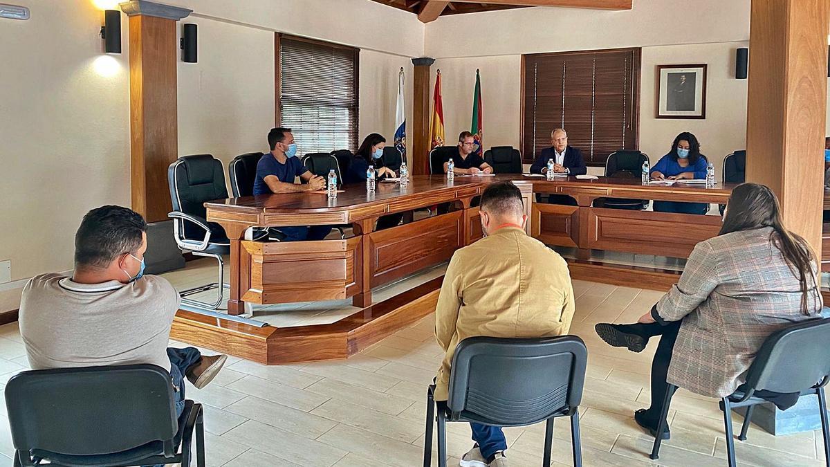 El presidente del Cabildo de La Gomera, Casimiro Curbelo, destacó el compromiso de la institución insular con Vallehermoso. | | E. D.