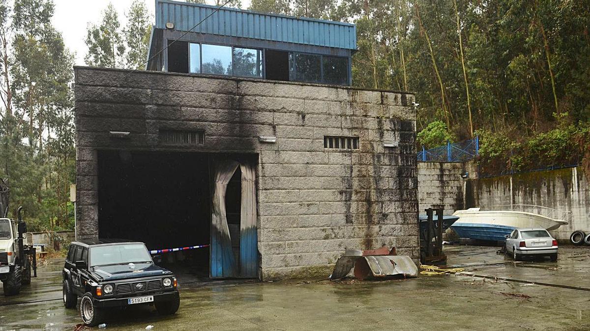 Nave incendiada en Armenteira y que tenía alquilada el vilagarciano David Pérez Lago.