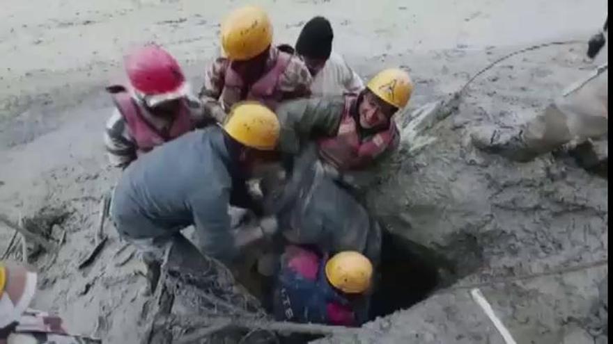 Al menos 14 muertos y 150 desaparecidos en una avalancha de agua y lodo en India