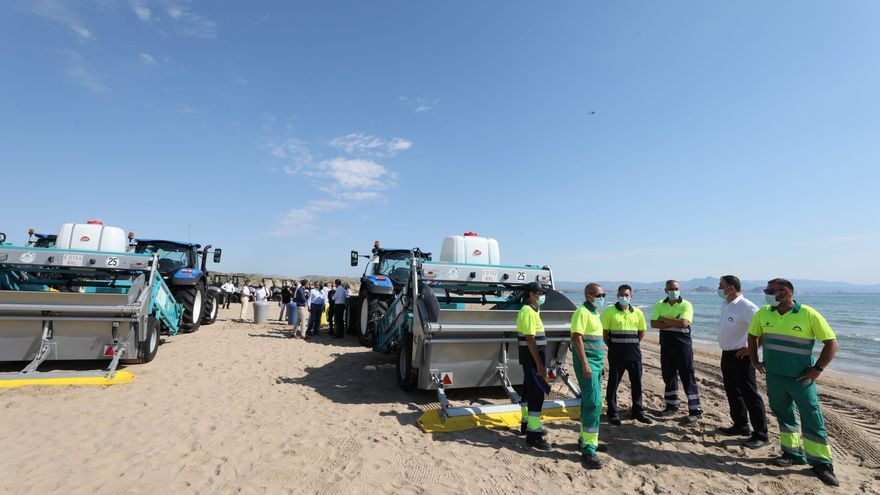Así es la moderna maquinaria que limpiará este verano las playas de Elche