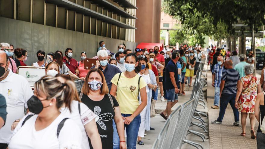 Instalarán toldos para dar sombra en las esperas para vacunarse en Cáceres