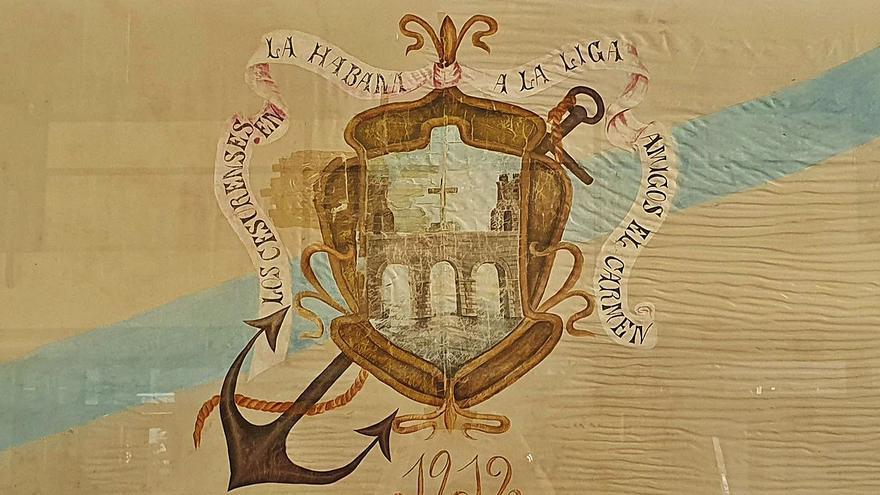 Vidal Seage y su equipo encauzan la restauración de la bandera de la Liga de Amigos del Carmen