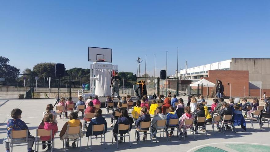 Sant Fruitós porta el teatre a les escoles pel Dia Universal dels Drets dels Infants