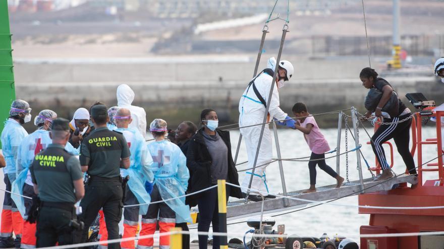 Rescatan a 42 migrantes en las aguas de Fuerteventura