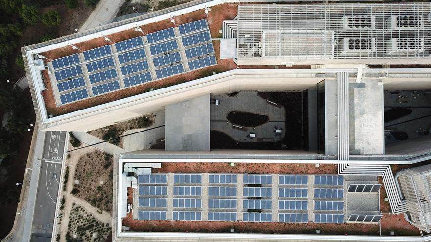 Instalar paneles solares en todos los tejados de la provincia ahorraría 318 millones anuales