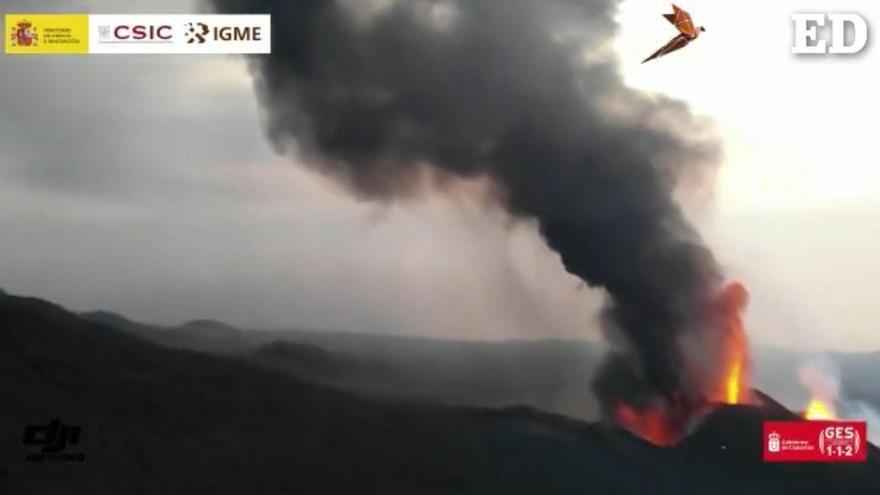 Así se ve la erupción del volcán de La Palma desde el aire