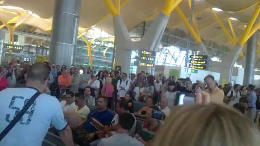Cuando Los Sabandeños paralizaron el Aeropuerto de Madrid
