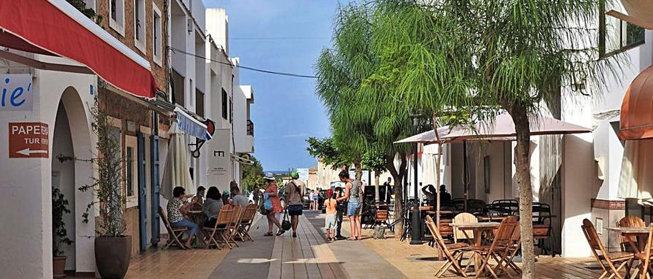 Una calle de Sant Francesc con bares y restaurantes.  | P.M.V.