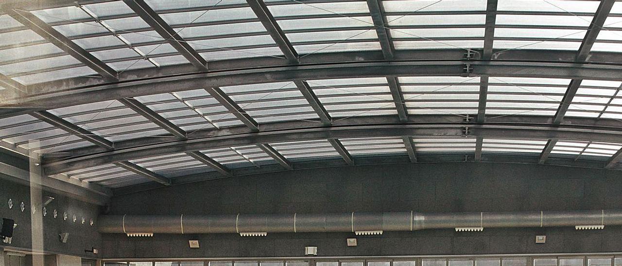La piscina cubierta del centro deportivo del Grau de Gandia, en una imagen de archivo. | XIMO FERRI