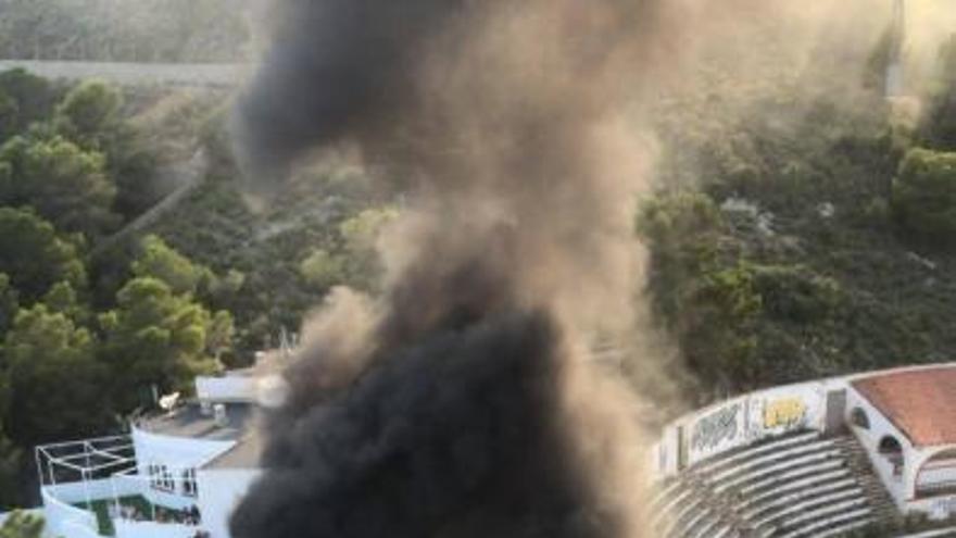 Incendio de tres vehículos en Cullera