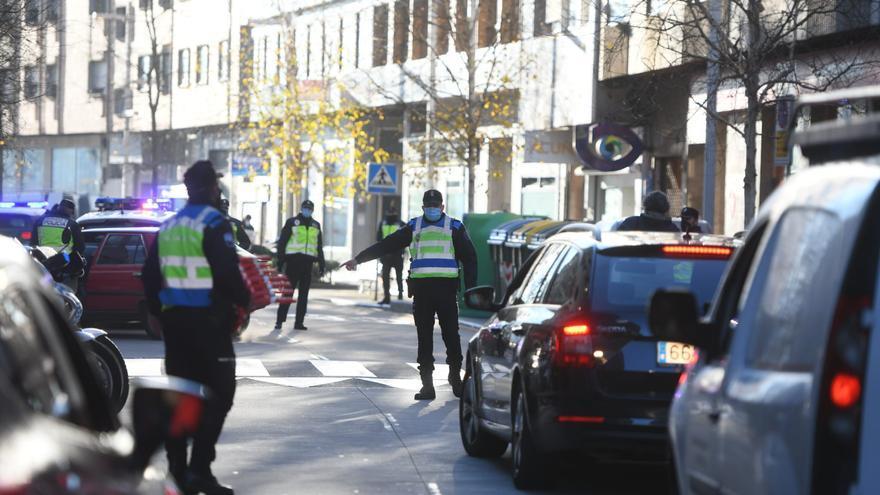 Primeros controles en Pontevedra y Poio para asegurar el cierre perimetral individual en estos concellos