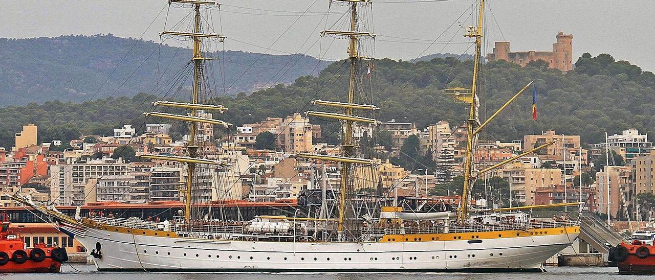 El 'Mircea' entrando en el Puerto de Palma.