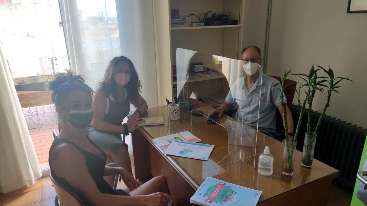 Una de les reunions dels membres de la direcció del CEIP Juan Carles I i tècnics de l'Ajuntament d'Almenara.