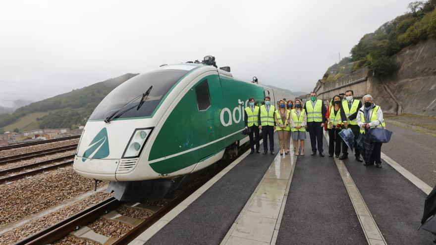 Así fue el primer viaje en tren por la variante de Pajares
