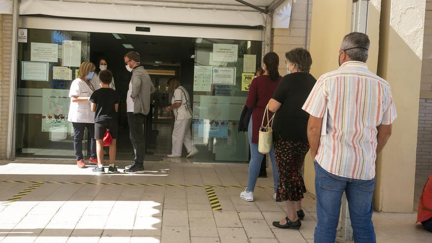 9.320 personas acudieron a administrarse la vacuna sin cita en Alicante en dos semanas