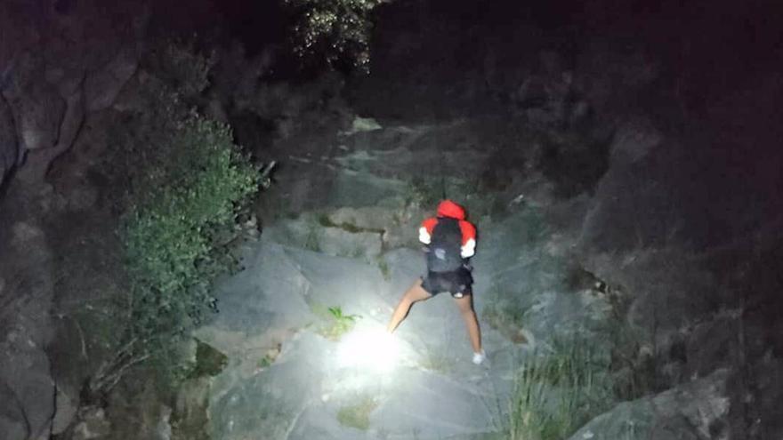 Bomberos de Marbella rescatan a cinco senderistas en intervenciones en arroyo Monchalbán y Los Monjes
