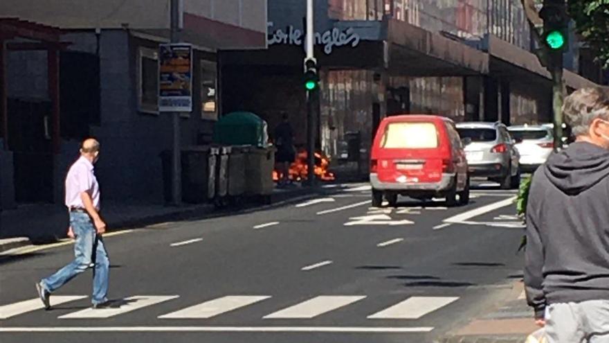 Arde un carro de la compra junto a El Corte Inglés de Mesa y López